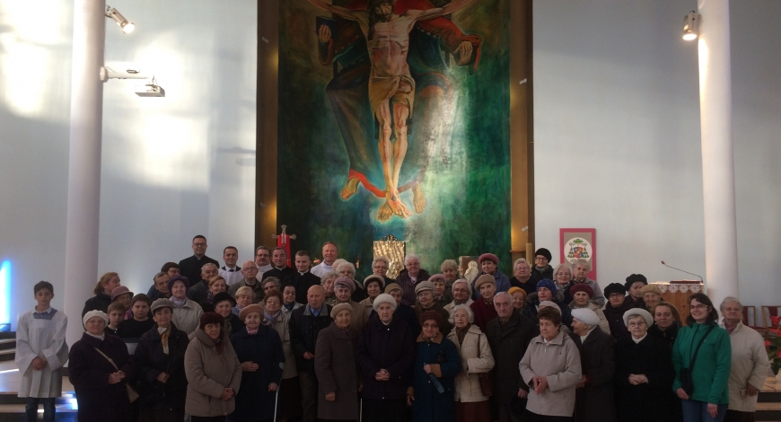 Sztafeta w parafii pw. Trójcy Przenajświętszej (Łódź-Dąbrowa)